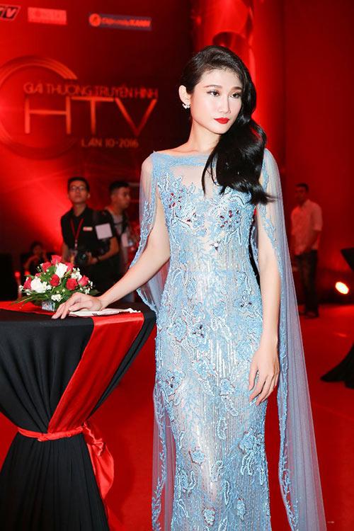 """Phạm Hương, Thúy Vân """"đọ"""" nhan sắc kiêu sa trên thảm đỏ-6"""