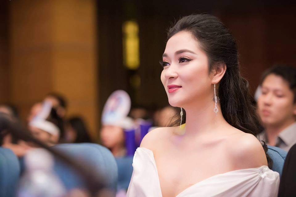 Thổn thức vì nhan sắc vượt thời gian của HH Nguyễn Thị Huyền-4
