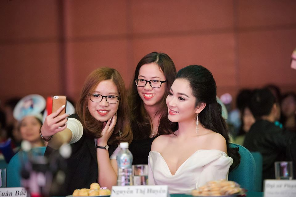 Thổn thức vì nhan sắc vượt thời gian của HH Nguyễn Thị Huyền-3