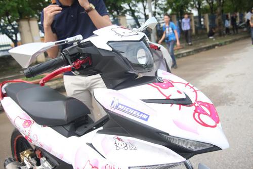 Xe dán hình Hello Kitty 'cực độc' của cô gái ở Hà Nội-2