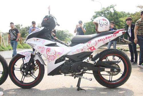 Xe dán hình Hello Kitty 'cực độc' của cô gái ở Hà Nội-6