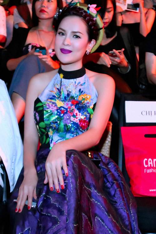 Á hậu Phương Lê khoe vai trần nuột nà với áo yếm-1