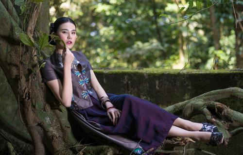 Hồn Việt đậm đà trong những tà áo dài gấm-11