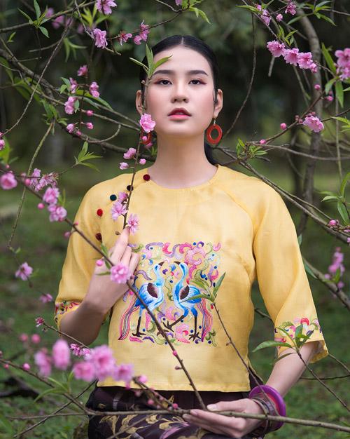 Hồn Việt đậm đà trong những tà áo dài gấm-1