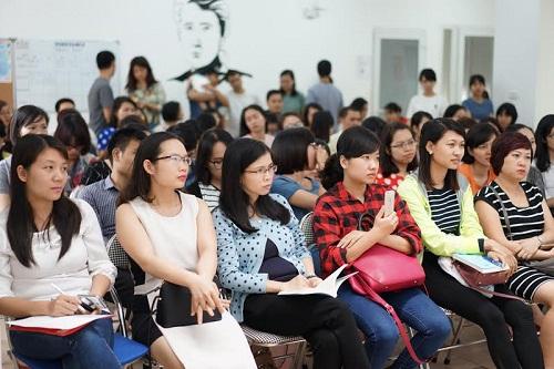 """Hội thảo """"Nuôi con trong thời đại mạng xã hội"""" thu hút nhiều vợ chồng trẻ-1"""