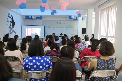 """Hội thảo """"Nuôi con trong thời đại mạng xã hội"""" thu hút nhiều vợ chồng trẻ-4"""