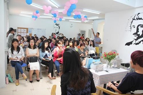 """Hội thảo """"Nuôi con trong thời đại mạng xã hội"""" thu hút nhiều vợ chồng trẻ-2"""