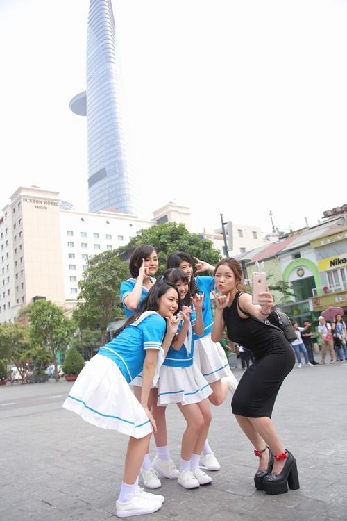 Thủy Top dẫn nhóm nhạc Nhật Bản đi khám phá Sài Gòn-2