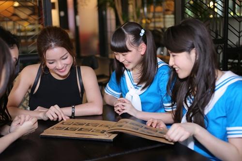 Thủy Top dẫn nhóm nhạc Nhật Bản đi khám phá Sài Gòn-5