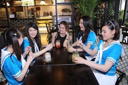 Thủy Top dẫn nhóm nhạc Nhật Bản đi khám phá Sài Gòn-6