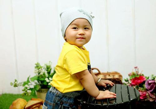 tran phuc khang - ad64040 - chang trai da trang, moi hong - 1