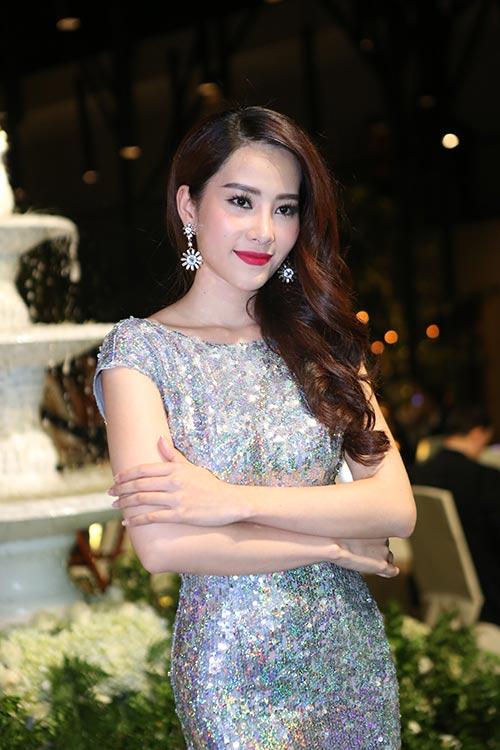 """""""Gái 2 con"""" Thiên Lý khoe dáng chuẩn bên Phạm Hương-7"""