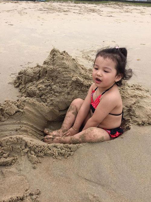 Con gái Jennifer Phạm lộ ảnh bikini bụ bẫm đáng yêu-9