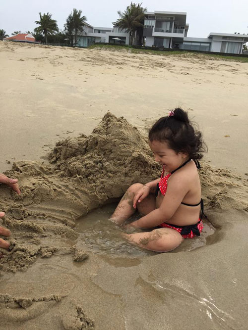 Con gái Jennifer Phạm lộ ảnh bikini bụ bẫm đáng yêu-10