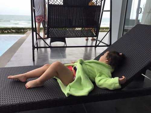 Con gái Jennifer Phạm lộ ảnh bikini bụ bẫm đáng yêu-11