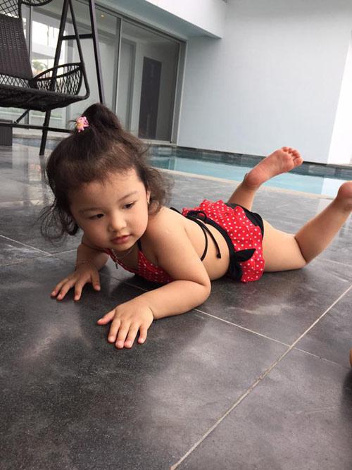 Con gái Jennifer Phạm lộ ảnh bikini bụ bẫm đáng yêu-5