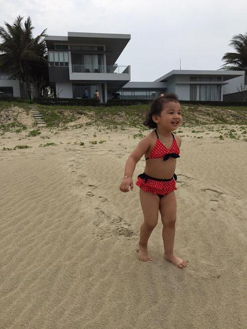 Con gái Jennifer Phạm lộ ảnh bikini bụ bẫm đáng yêu-7