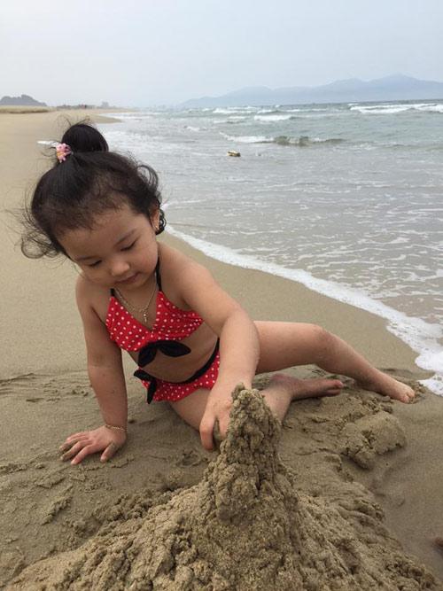 Con gái Jennifer Phạm lộ ảnh bikini bụ bẫm đáng yêu-8