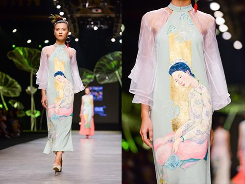 Hoàng Thùy trình diễn váy dát vàng thật tại Tuần thời trang Quốc tế-9