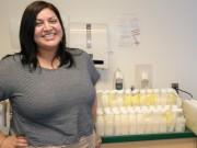 Bà bầu - Mẹ sinh non 25 tuần hút gần 70 lít sữa tặng bệnh viện