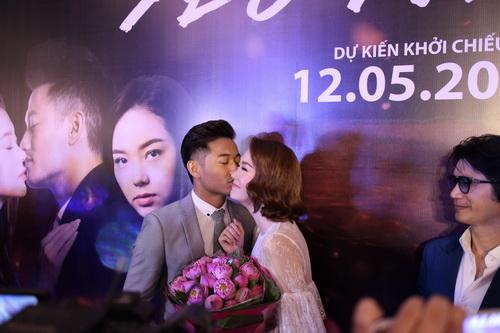 """Quý Bình bất ngờ """"khóa môi"""" Minh Hằng giữa sự kiện-6"""