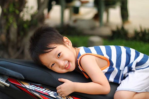 nguyen nhat minh - ad34279 - chang trai cham hoc - 1