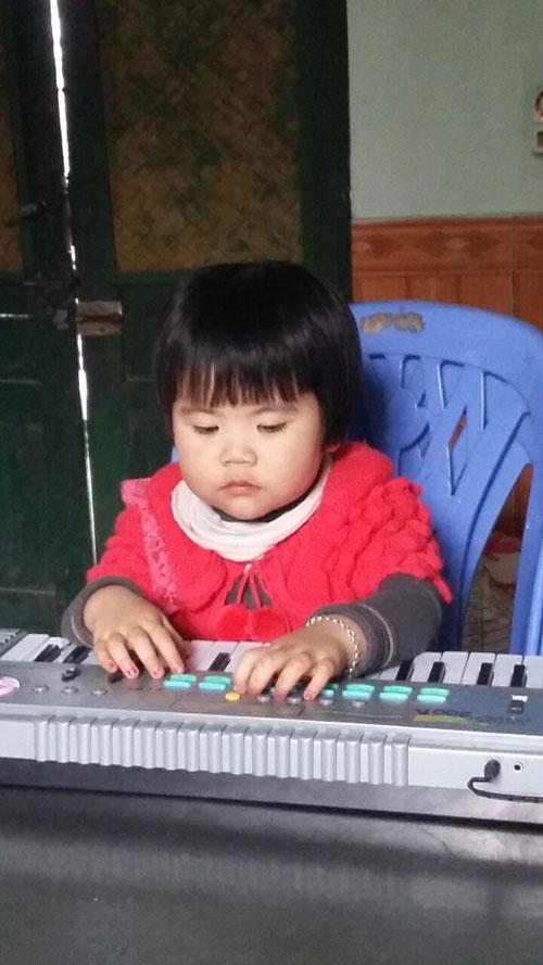 nguyen hoang an nhi - ad80596 - be mit hieu dong - 2