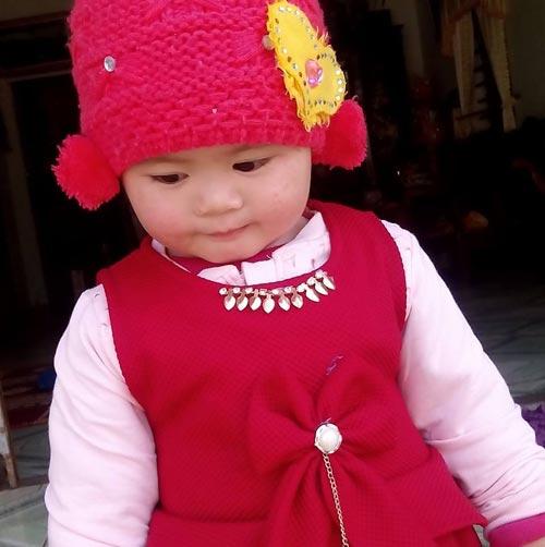truong ngoc lan - ad26129 - cun con mat to tron den lay - 4