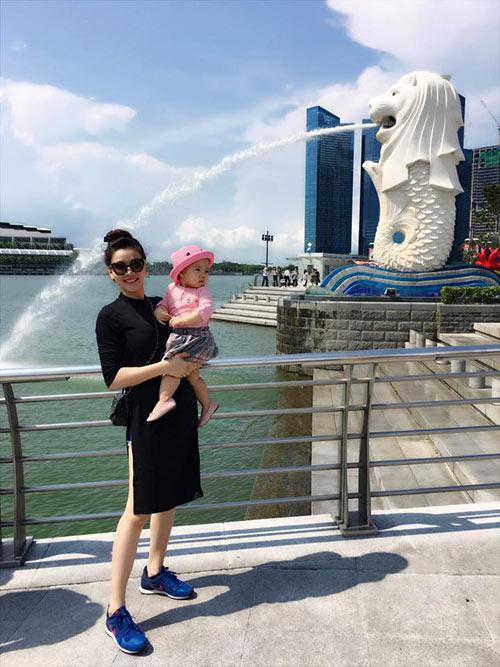 vo chong trang nhung tinh cam ben con gai o singapore - 2