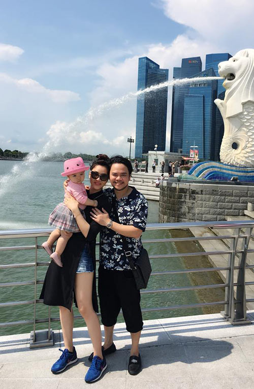 vo chong trang nhung tinh cam ben con gai o singapore - 10