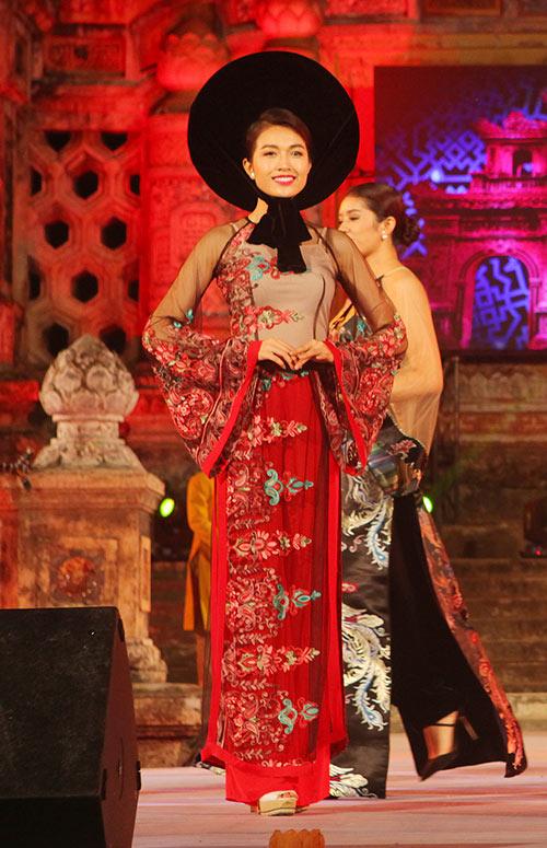 lan khue, le hang goi cam, dai cac voi ao dai - 3