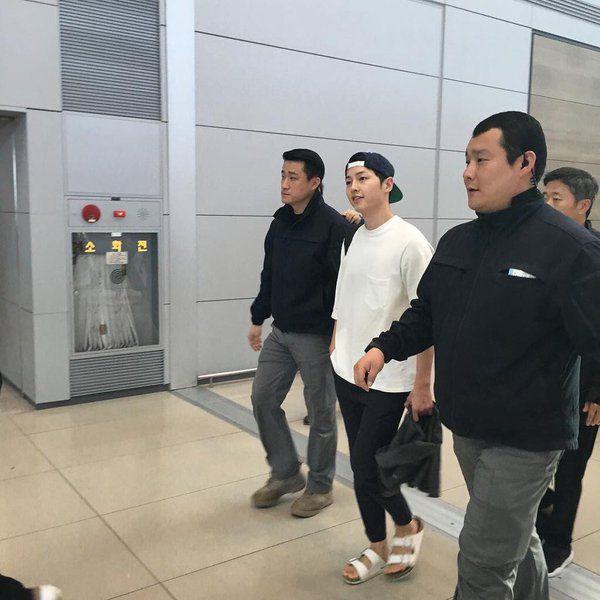 fan thai cho suot 6 tieng de gap song joong ki - 8