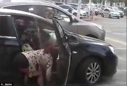 video: chong danh vo, bao ve nhan tinh ngay tren pho - 1
