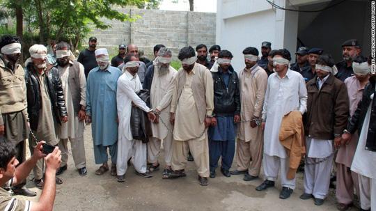 pakistan: thieu nu bi thieu song vi giup ban lam dam cuoi - 1