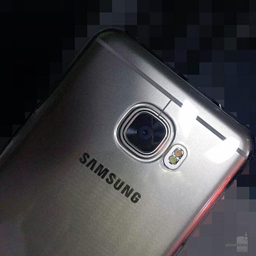 """Samsung Galaxy C5 kim loại lộ """"ảnh nóng"""", rất giống HTC 10, giá rẻ hơn-1"""