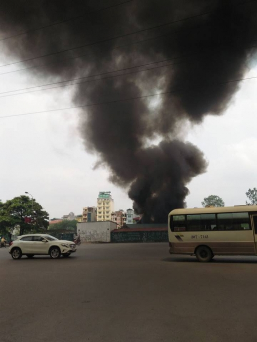 Hà Nội: Cháy ở Công ty Điện lực Nam Từ Liêm, khói đen bao trùm-2