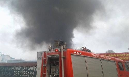 Hà Nội: Cháy ở Công ty Điện lực Nam Từ Liêm, khói đen bao trùm-6