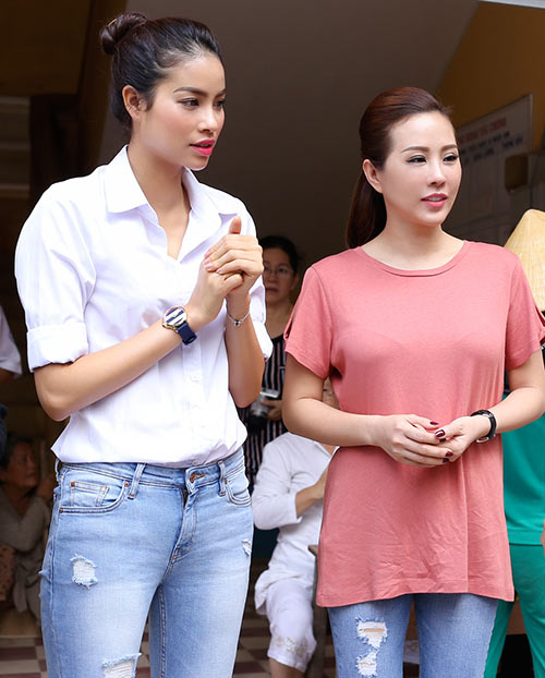Phạm Hương ân cần lau mồ hôi cho Hoa hậu Thu Hoài-2