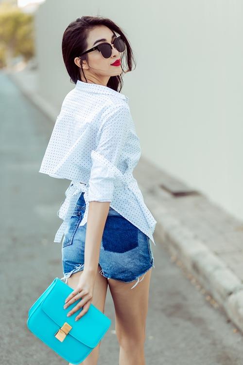 a hau le hang khoe chan dai sexy khong lo chay nang - 6