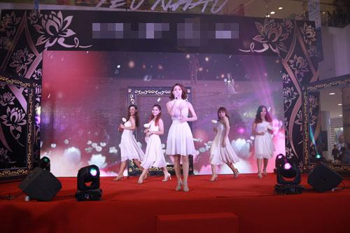 Mlee tình tứ Cường Seven đi xem phim của Dustin Nguyễn-11