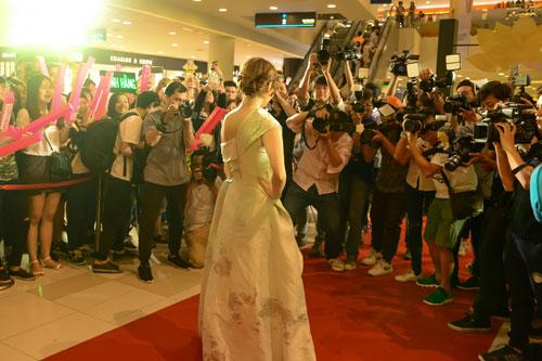 Mlee tình tứ Cường Seven đi xem phim của Dustin Nguyễn-8