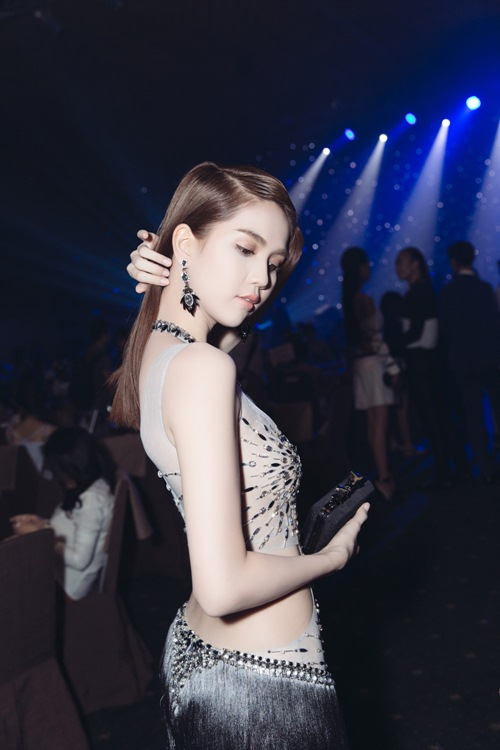 Ngọc Trinh khoe eo thon với váy xuyên thấu tại sự kiện-12