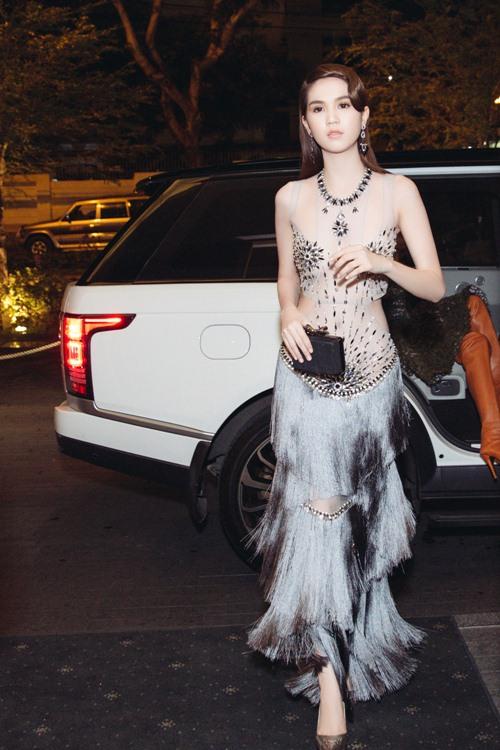 Ngọc Trinh khoe eo thon với váy xuyên thấu tại sự kiện-2