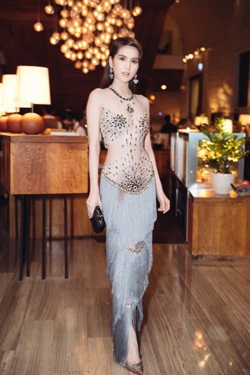 Ngọc Trinh khoe eo thon với váy xuyên thấu tại sự kiện-3