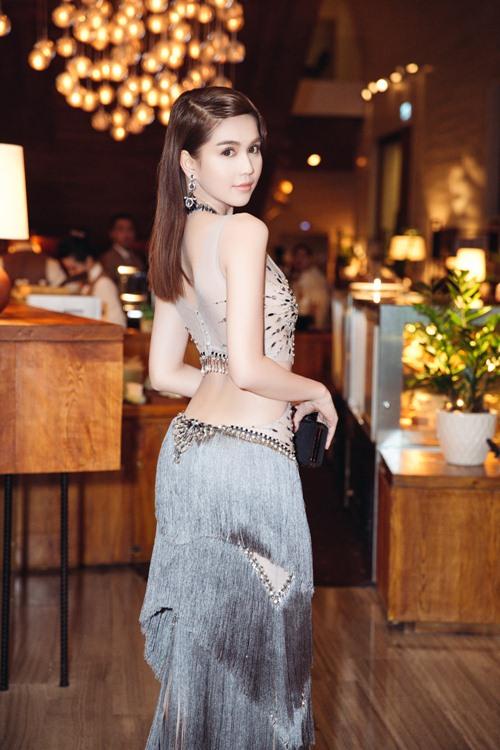 Ngọc Trinh khoe eo thon với váy xuyên thấu tại sự kiện-4