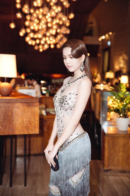 Ngọc Trinh khoe eo thon với váy xuyên thấu tại sự kiện-5