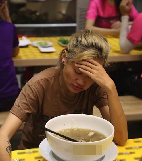 Thành viên Cuộc Đua Kỳ Thú đồng loạt buồn nôn sau khi ăn phở-5