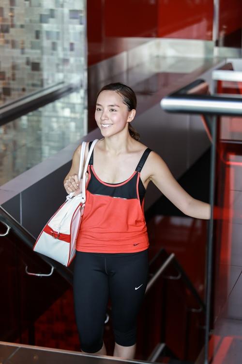 Đột nhập phòng gym xem Á hậu Thiên Lý luyện tập-1
