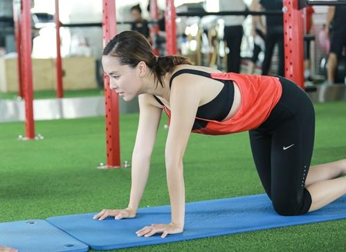 Đột nhập phòng gym xem Á hậu Thiên Lý luyện tập-2