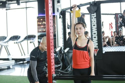 Đột nhập phòng gym xem Á hậu Thiên Lý luyện tập-3